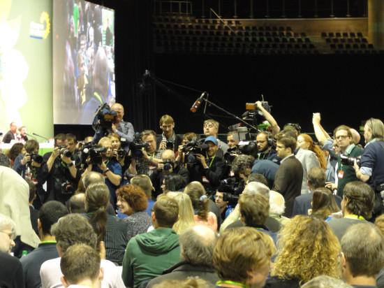 Die Presse wartet mit Cem aufs Ergebnis