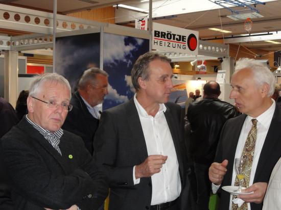 Gespräche am Rande des Buffets auf der Energiesparmesse 2013