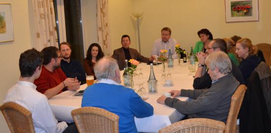 Im Kreise Interessierte Zuhörer vom KV Emsland-Nord