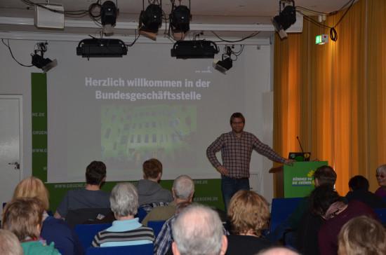 Daniel Holefleisch begrüßt die Gruppe