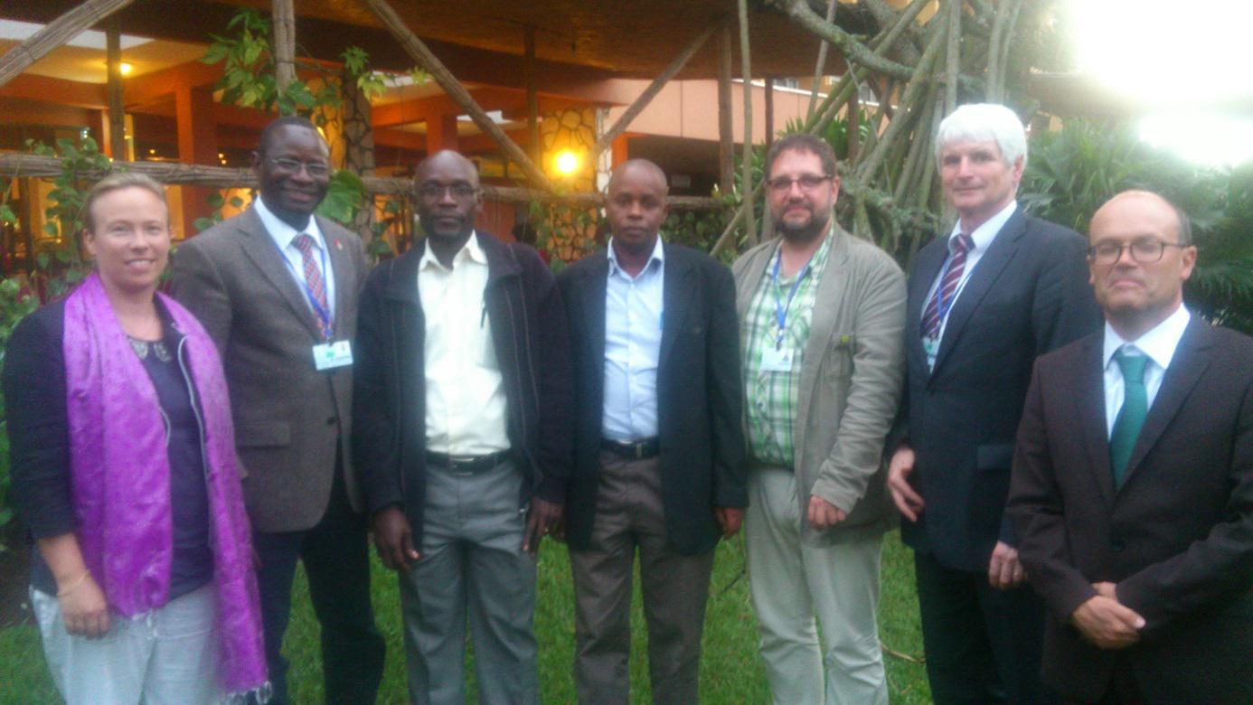 Gruppenbild mit Menschenrechtlern, MdB-Kollegen, giz- und BotschaftsmitarbeiterInnen