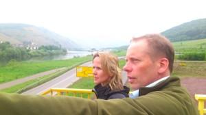 Steffi Lemke und Dietmar Johnen an der Mosel bei Bernkastel-Kues