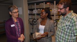 I.E.die rwandischen Botschafterin Christine Nkulikiyinka und ich in der Landesbibliothek