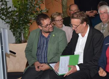 Am Redepult Landrat Jörg Bensberg, sitzend ich und Minister Stefan Wenzel