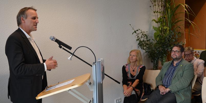Am Redepult Minister Stefan Wenzel, sitzend neben mir Sigrid Rakow (MdL SPD)