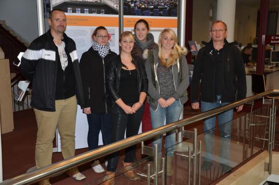 BBS Wechloy, Berufsschulklasse mit Auszubildenden zur Verwaltungsfachangestellten mit Lehrer Aloys Willenborg