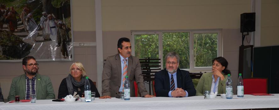 V.r.n.l.: Filiz Polat (MdL), Stephan Albani (MdB), Sahab Dag (Vorsitzender Yezid.Forum), Claudia Roth (Vizepräsidentin des Deutschen Bundestages), Peter Meiwald (MdB)