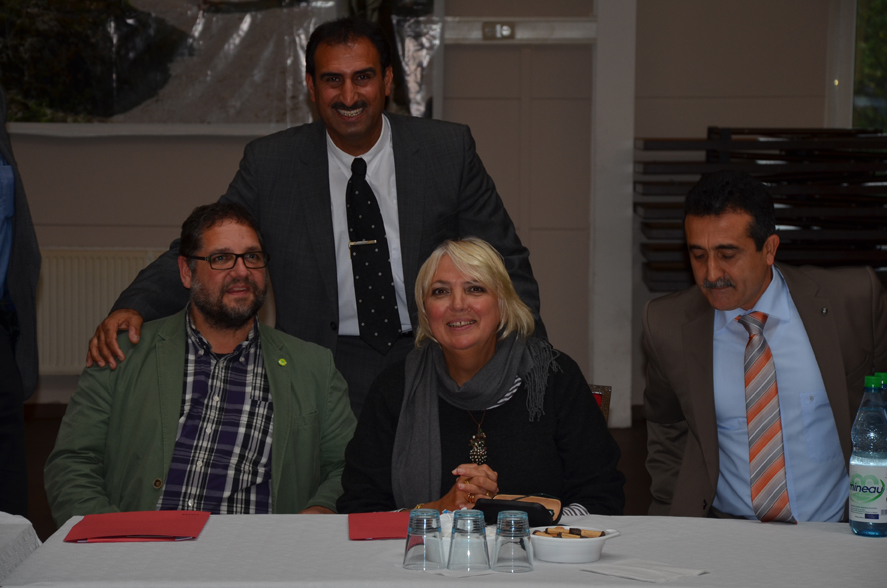 Hinter Claudia und mir steht Sinan Shiko, GRÜNES Ratsmitglied aus Delmenhorst