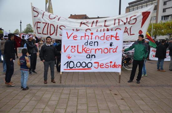 Zu Beginn der Demonstration vor dem Oldenburger Hauptbahnhof.