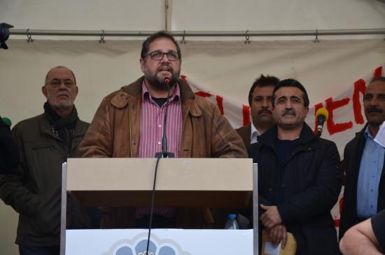 Reden vor dem Oldenburger Schloss: Re. neben mir Sahab Dag vom Yezidischen Forum, li. neben mir Theo Lampe von der Diakonie.