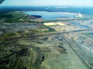Syncrude mildred lake plant, Foto: TastyCakes, Bearbeitung: Jamitzky (Wikimedia Commons)