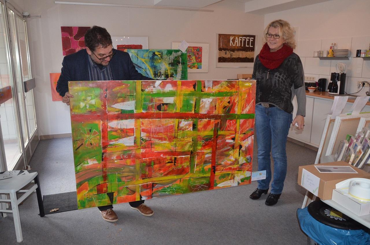 Im Atelier mit der Leiterin der Kunstgruppe FARBSINN Thea Wilczura.