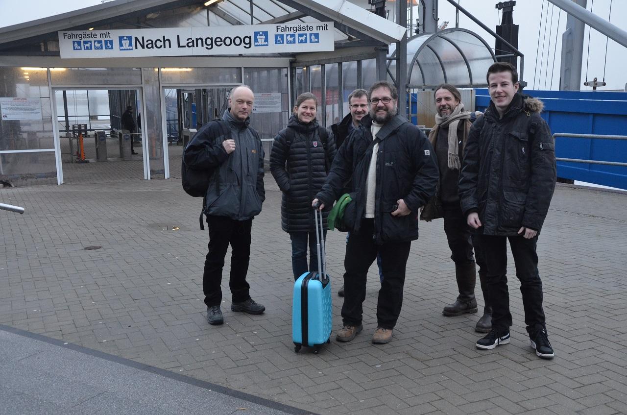 Auf dem Festland in Bensersiel (vlnr): Frank Thorenz (NLWKN), Britta Schmidt (Nationalparkverwaltung), Jürn Bunje (Nationalparkverwaltung), ich, Joke Pouliart (GRÜNE Langeoog), Eike Pinnen (Praktikant im Wahlkreisbüro)