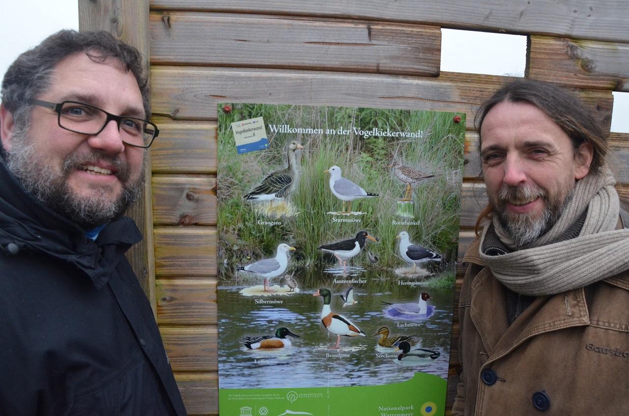 Wattführer Joke erklärt mir die Bedeutung des Wattenmeeres für die etwa zwölf Millionen Zugvögel, die zweimal jährlich hier rasten.