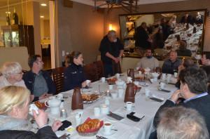 Dirk begrüßt die Gastronomen im Hotel Kolb.