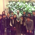 Peter Meiwald mit BesucherInnen aus Japan