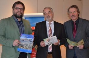 V.r.n.l: Geschäftsführer der Landschaft, Michael Brandt, Präsidenten der Landschaft, Thomas Kossendey und ich
