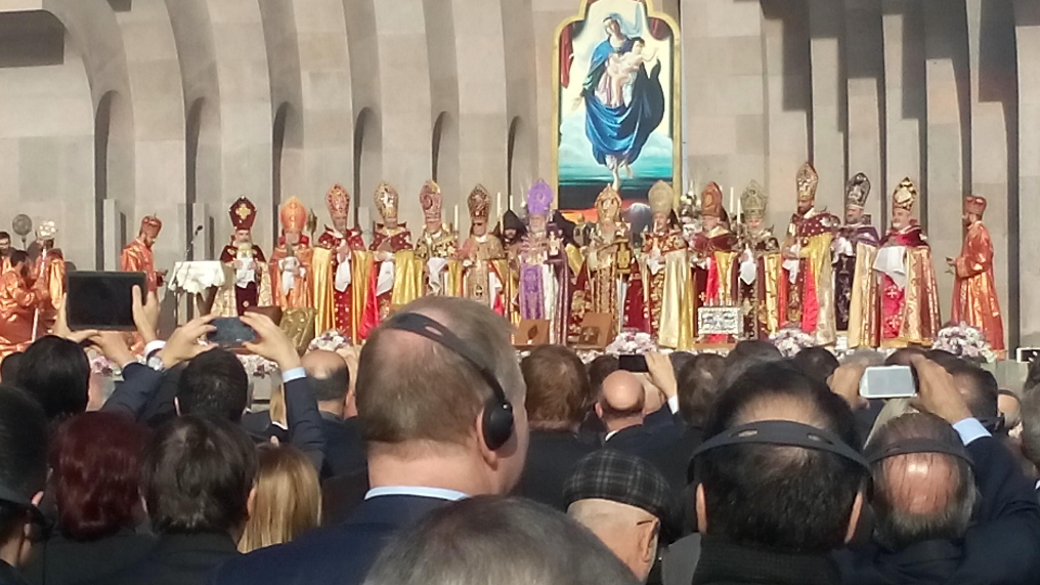 Kirchliche Würdenträger bei der feierlichen Kanonisierung der armenischen Opfer