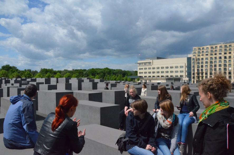 Beim Denkmal für die ermordeten Juden Europas