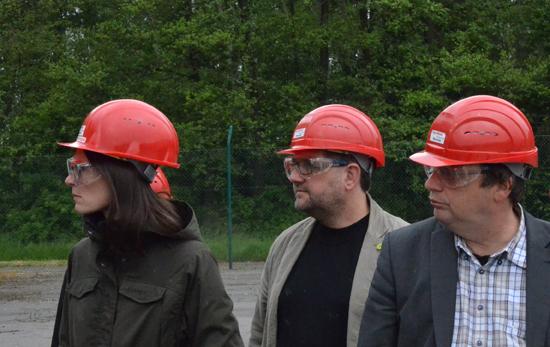 Auf dem Bohrfeld, v.l.n.r.: Miriam Staudte (MdL), moi, Oliver Krischer (MdB)