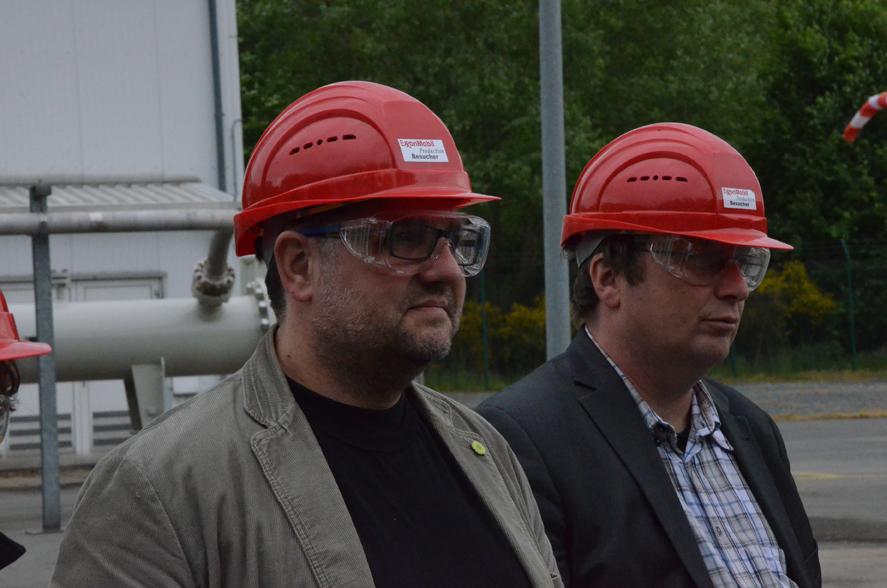 Staunen oder Skepsis bei Oliver Krischer, MdB (rechts) und mir