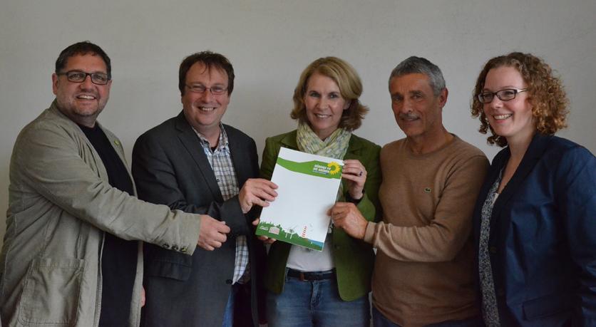 Unterzeichnete Rotenburger Resolution gegen Fracking, v.r.n.l.: Julia Verlinden (MdB), Tom Lauber (B90/GRÜNE KV Rotenburg)