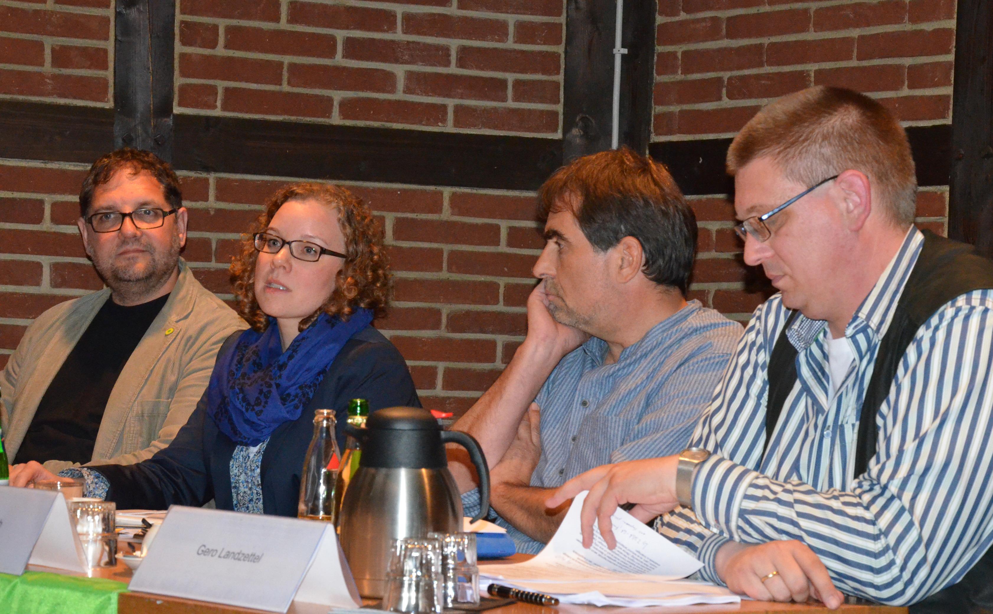 Das Podium, v.l.n.r.: Gero Landzettel (BI gg. Gasbohren), Heinz Oberlach (DEA), Julia Verlinden (MdB), moi