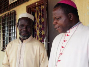 Imam Kobine Layam und Erzbischof Dieudonne Nzapalainga