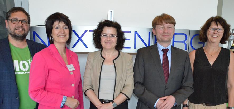 V.r.n.l.: Susanne Menge (MdL), Carsten Agert (Institutsleiter), Wissenschaftsministerin Gabriele Heinen-Klajic, Astrid Grotelüschen (MdB) und ich (MdB)