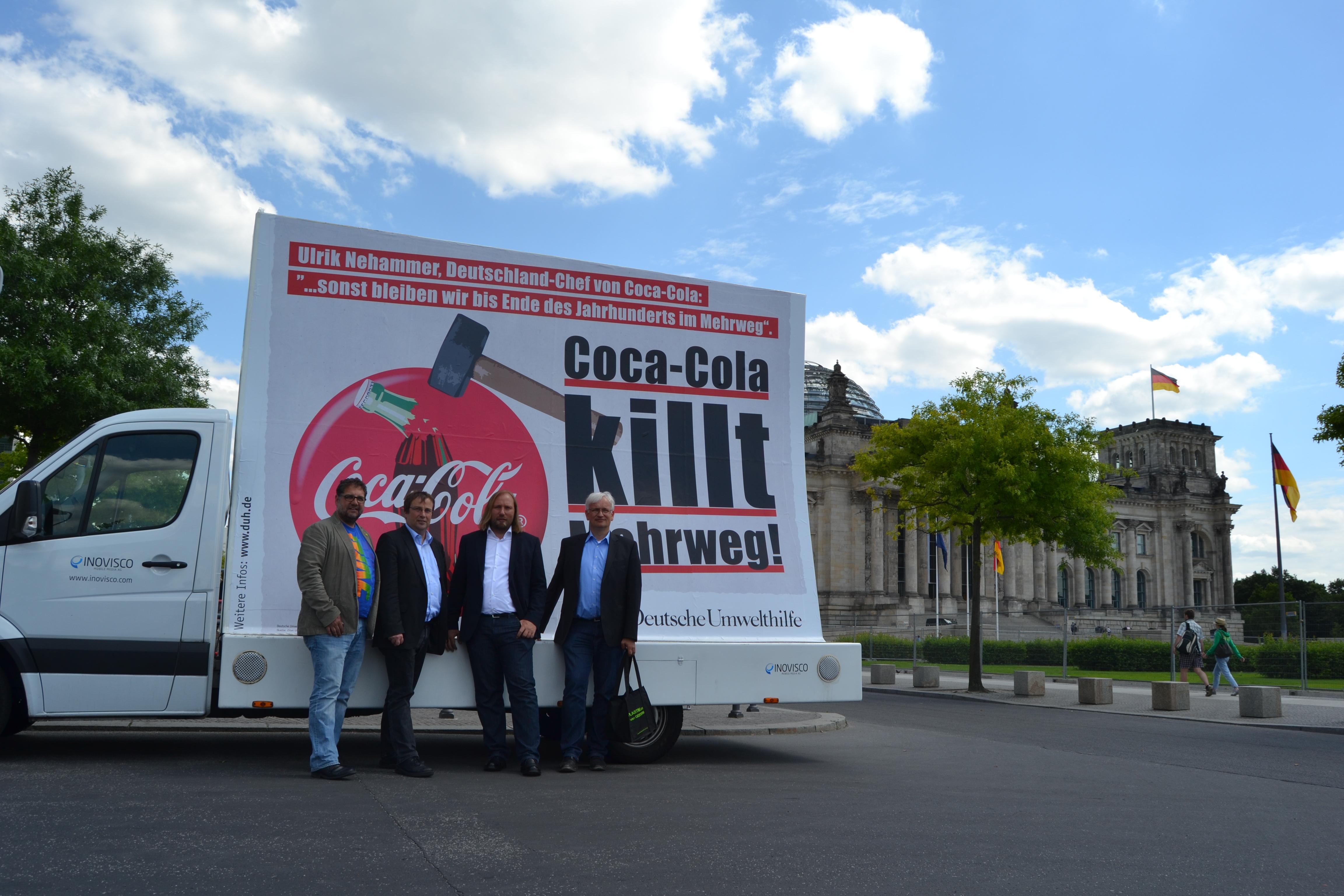 Jürgen Resch, Toni Hofreiter, Oliver Krischer und ich vor dem neuen Plakat der DUH