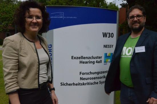 NeSSy, herzlich willkommen in der Uni Oldenburg. Hier gibt es dich tatsächlich. Gabi und ich bei der Eröffnung des Forschungsbaus.