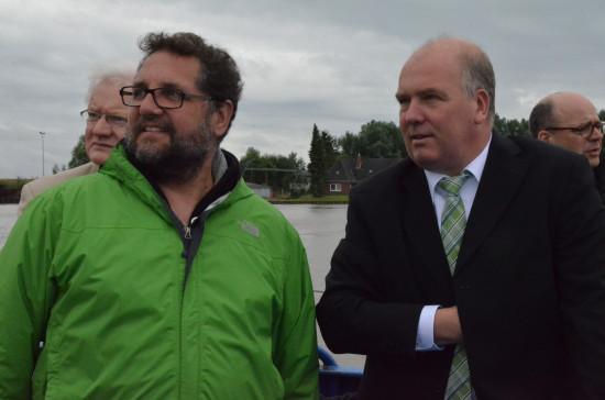 Astreiner Blick vom Wasser aus: Lebendiger Hafen in Leer, den mir der Geschäftsführer der Stadtwerke, Claus-Peter Horst, vom Schlepper aus vorstellte.