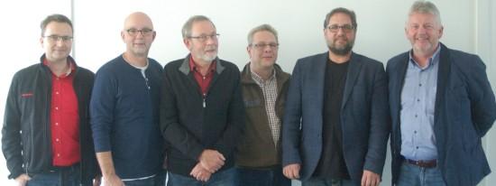 Stickstoffoxide sind wie Feinstaub gesundheitsschädliche Schadstoffe. Welche Konsequenzen hat der Skandal bei VW? Darüber sprachen  (v.l.n.r.): Stephan Harms (Geschäftsführer Betriebsrat), Martin Refle (Sprecher der IG Metall-Fraktion im Betriebsrat), Bernd Renken (GRÜNER Fraktionsvorstand im Stadtrat), Frank Ohmer (Vorstand GRÜNE Emden), Peter Meiwald (MdB), Folkert Schwitters, stellvertretender Betriebsratsvorsitzender.