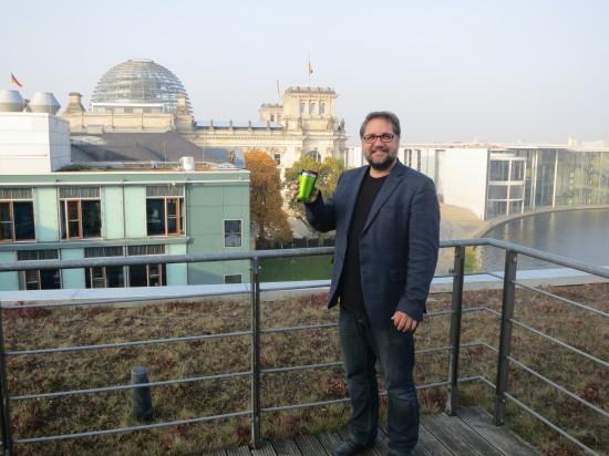 """Ich als """"Becherheld"""" für die DUH Kampagne (c) Deutsche Umwelthilfe"""