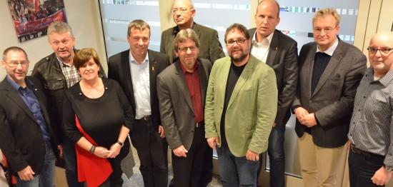 Die verkrusteten Strukturen bei VW werden die IG Metall und die Politik noch jahrelang beschäftigen (v.l.n.r.): Manfred Wulff (Betriebsrat-Mitglied), Folkert Schwitters (stellv. BR-Vorsitzender), Herta Everwien (Vorsitzende der Vertrauensleute) , Johann Saathoff (SPD), Peter Jacobs (BR-Vorsitzender), Markus Paschke (SPD), ich, Michael Hehemann (Geschäftsführer IG Metall), Heiko Schmelzle (CDU) und Martin Refle (Vorsitzender der IG Metall-Fraktion im BR).