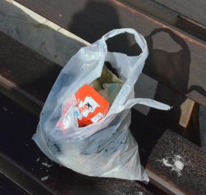 Die Ausbeute von zehn minuten Sammeln: Plastikmüll von der Helgoländer Düne