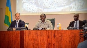 Treffen der EGAM-Delegation mit dem Forum Rwandischer Parlamentarier gegen Genozid und Leugnung im Senat des rwandischen Parlamentes