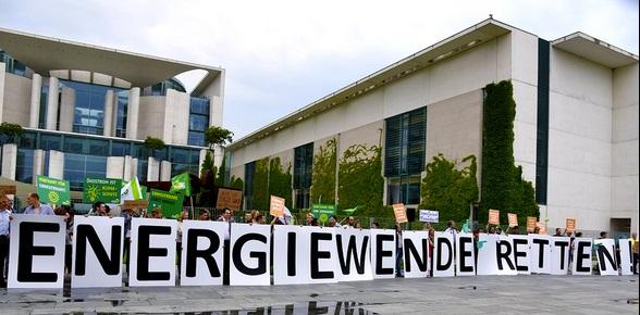 Montag haben wir als grüne Bundestagsfraktion vor dem Kanzleramt für einen Ausbau der Energiewende demonstriert.