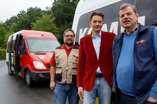 Informierte sich über unseren BürgerBus im Ammerland: Der GRÜNE Landratskandidat aus Leer, Tammo Lenger (Mitte). Ich und Jens Rowold (rechts) nahmen Tammo mit.