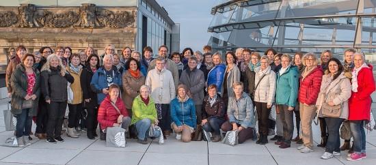 Politisches Programm in Berlin: Knapp 50 Frauen aus Oldenburg, Bad Zwischenahn, Westerstede und Papenburg haben im Reichtstag einer Plenarsitzung des Deutschen Bundestages beigewohnt, sie waren in der niedersächsischen Landesvertretung und im Bundesministerium für Arbeit und Soziales,, sie haben das Denkmal für die ermordeten Juden Europas besucht, an einer Stadtrundfahrt durch die Bundeshauptstadt teilgenommen, die sich  an politischen Gesichtspunkten orientiert und wir haben im Reichstagsgebäude miteinander diskutiert. Liebe Frauen, herzlichen Dank für euren Besuch, ihr dürft sehr gerne wieder kommen.