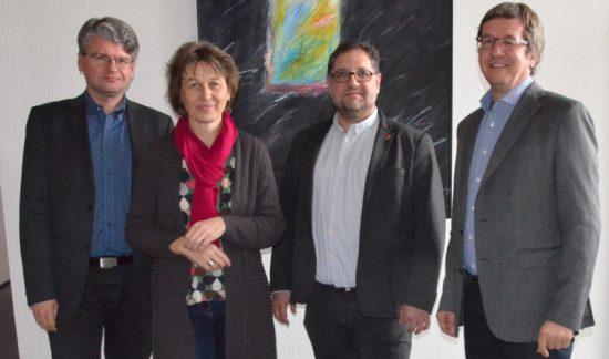 Forschend in Oldenburg (v.l.n.r.): Gerald Volkmer, stellv. Direktor Geschichte, Beate Störtkuhl, Kunstgeschichte, ich und Matthias Weber, Direktor.