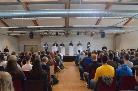 6 Kandidat*innen stellen sich den Fragen in der BBS Rostrup