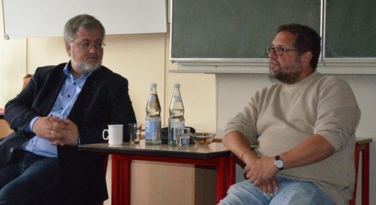 Der MdB-Kollege Stephan Albani und ich im Poltik-Leistungskurs der 11. Klasse der KGS-Rastede