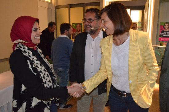 Die GRÜNE Spitzenkandidatin begrüßt Bassent Abdelwahab, Internationale Parlament- Stipendiatin, die in meinem Wahlkreisbüro ein einwöchiges Praktikum absolvierte.